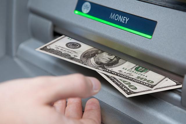 carrying cash travel international